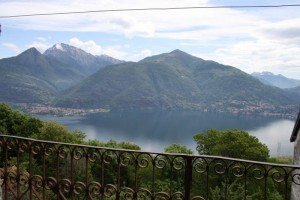 Immobilien Comer See San Siro mit Balkon uns Seeblick