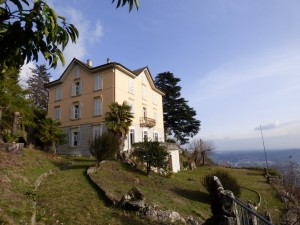Immobilien Comer See Brunate Villa mit Seeblick und Grund