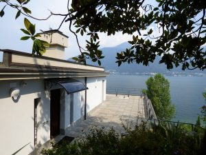 Immobilien Comer See Pianello del Lario Villa direkt am see mit Pool - See