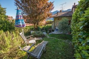 Immobilien Comer See Oliveto Lario Stein Haus mit Garten und keller