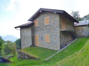 Immobilien Comer See Dongo Stein Haus mit Garten 1000 Qm