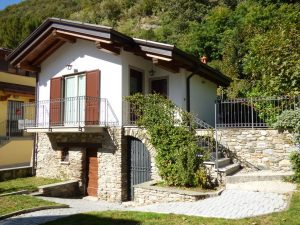 Immobilien Comer See Gravedona ed Uniti Stein Haus mit Garten und keller