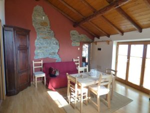 Immobilien Comer See San Siro Wohnung mit Seeblick wood finishes