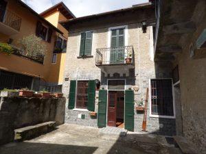 Immobilien Comer See Pianello del Lario Renoviert Wohnung mit kamin