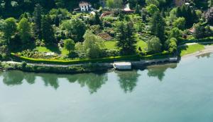 Immobilien Comer See Colico Luxus Villa Direkt am See UND LAND