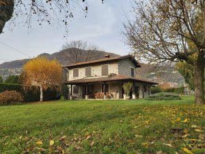 Immobilien Comer See Gravedona ed Uniti Villa mit Garten und seeblick