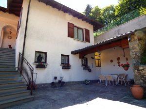 Immobilien Comer see Plesio freistehende Villa mit Seeblick und Garten